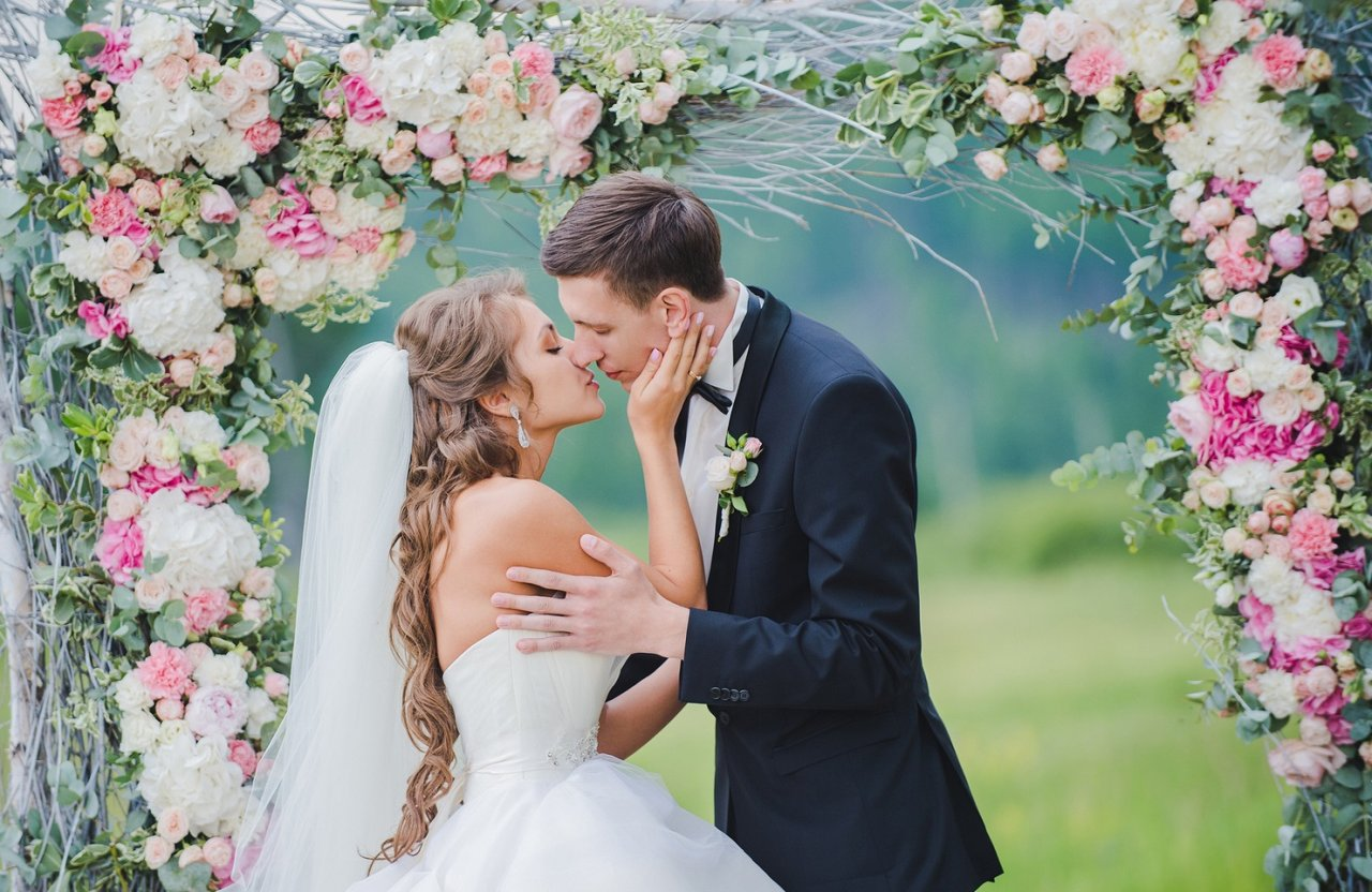 Поздравления на свадьбу лучшему другу от подруги своими словами